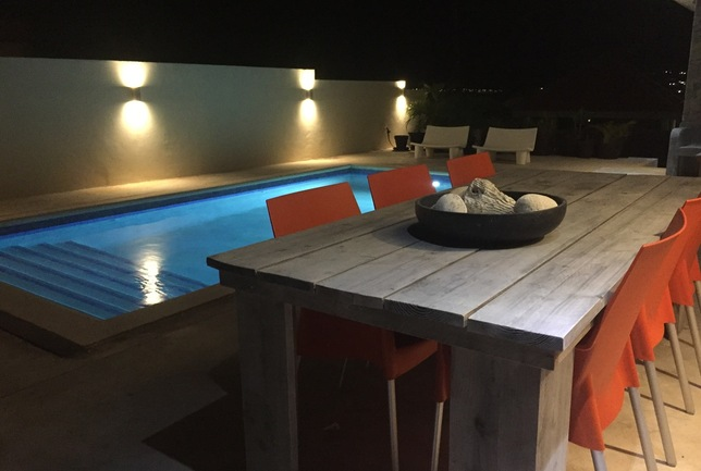 Preview b dining table and pool night villa breeze curacao