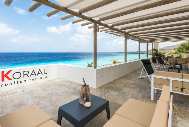 Preview coral estate centre   pool and bar  2